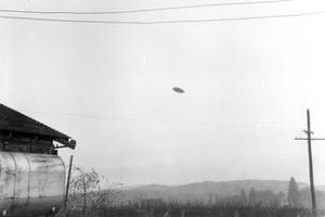 McMinnville UFO Sighting, 1950 by Science Source