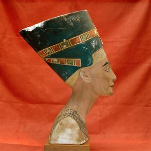 Nefertiti, Ancient Egyptian Queen by Science Source