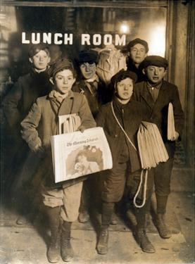 NYC Newsboys, Lewis Hine, 1908 by Science Source