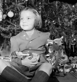 The Joy of Christmas, 1942 by Science Source