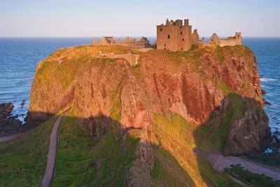 https://imgc.allpostersimages.com/img/posters/scotland-dunnottar-castle-evening-light_u-L-Q11YG560.jpg?p=0