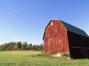 Barn in a field by Scott Barrow
