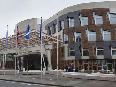 https://imgc.allpostersimages.com/img/posters/scottish-parliament-building-edinburgh-scotland-uk_u-L-PFNNS00.jpg?p=0