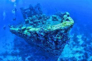 Scuba divers swimming near Jane C Shipwreck in sea, Aruba, Caribbean