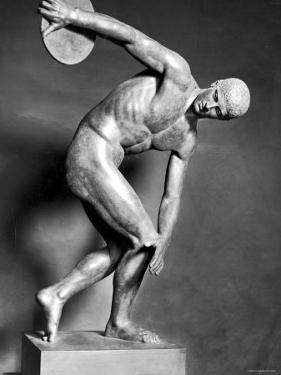 Sculpture of Greek Athlete Holding the Discus