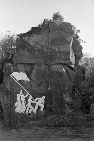 https://imgc.allpostersimages.com/img/posters/sculpture-of-the-fall-of-iwo-jima_u-L-PZQGXH0.jpg?artPerspective=n