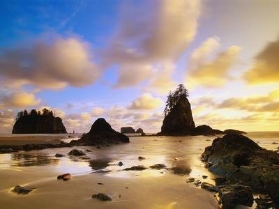https://imgc.allpostersimages.com/img/posters/sea-stacks-off-second-beach_u-L-PZLOK20.jpg?p=0