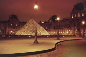 Louvre by Sebastien Lory