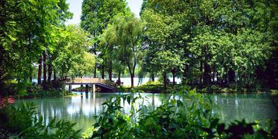 https://imgc.allpostersimages.com/img/posters/secluded-stone-bridge-surrounded-by-lush-landscape-at-west-lake-hangzhou-zhejiang-china_u-L-PWFCXP0.jpg?p=0