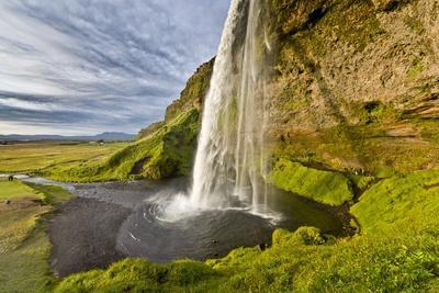 https://imgc.allpostersimages.com/img/posters/seljalandsfoss-waterfall-iceland_u-L-PZS4FB0.jpg?p=0