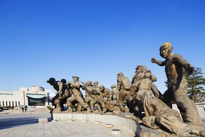 https://imgc.allpostersimages.com/img/posters/seoul-war-memorial-seoul-south-korea-asia_u-L-PQ8TSN0.jpg?p=0