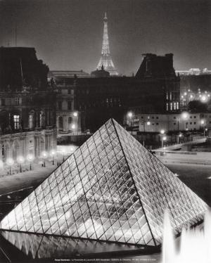 La Pyramide de Louvre by Serge Sautereau
