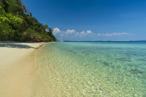 Ko Kradan tropical beach, Thailand by Sergio Pitamitz