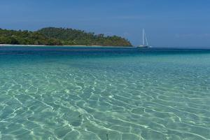 Turquoise color of Andaman Sea, Thailand by Sergio Pitamitz