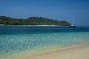 Turquoise color of the Andaman Sea, Thailand by Sergio Pitamitz