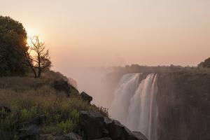 Victoria Falls by Sergio Pitamitz