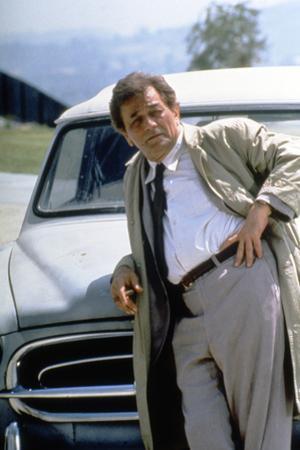 Serie televisee Columbo with Peter Falk (inspecteur Columbo), 1971-93 (devant sa voiture Peugeot 40