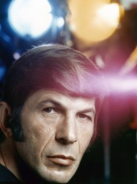 Serie televisee Mission Impossible (Saison 5) with Leonard Nimoy, 1971 (photo)