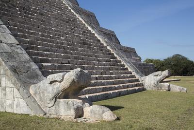 https://imgc.allpostersimages.com/img/posters/serpent-heads-el-castillo-pyramid-of-kulkulcan-chichen-itza-yucatan-mexico-north-america_u-L-PWFL0V0.jpg?artPerspective=n