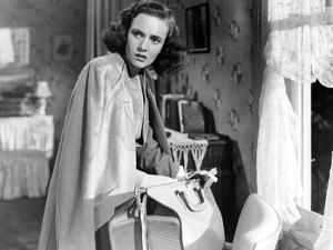 SHADOW OF A DOUBT, 1943 directed by ALFRED HITCHCOCK Teresa Wright (b/w photo)