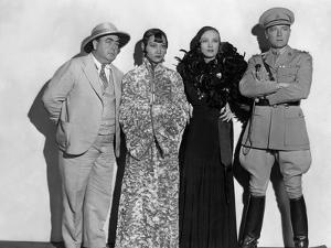 Shanghai Express by Josef von Sternberg with Warner Oland, Anna Mae Wong, Marlene Dietrich and Cliv
