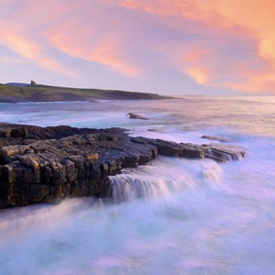 Ireland, Co.Sligo, Mullaghmore, coastline at dusk by Shaun Egan