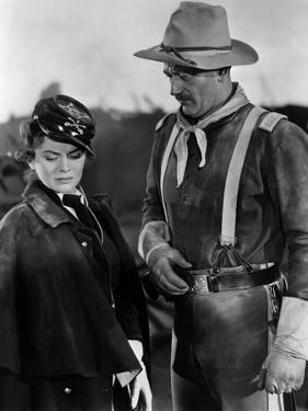 SHE WORE A YELLOW RIBBON, 1949 directed by JOHN FORD Joanne Dru and John Wayne (b/w photo)
