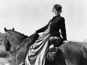 SHE WORE A YELLOW RIBBON, 1949 directed by JOHN FORD Joanne Dru (b/w photo)