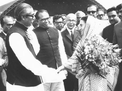 Sheik Mujibur Rahman, Premier of Bangladesh, with Indian Pm Indira Gandhi