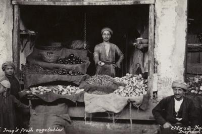https://imgc.allpostersimages.com/img/posters/shop-selling-fresh-vegetables-baghdad-iraq_u-L-PRC1F40.jpg?p=0