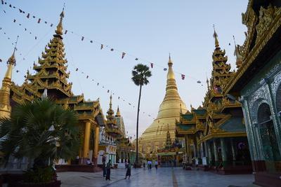 https://imgc.allpostersimages.com/img/posters/shwedagon-paya-yangon-rangoon-myanmar-burma-asia_u-L-PNGLY80.jpg?p=0
