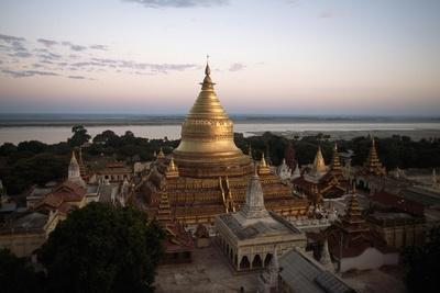 https://imgc.allpostersimages.com/img/posters/shwezigon-pagoda-bagan_u-L-PPQZ6E0.jpg?artPerspective=n