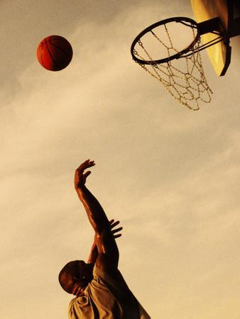 https://imgc.allpostersimages.com/img/posters/side-profile-of-a-mid-adult-man-playing-basketball_u-L-Q10SAXS0.jpg?p=0