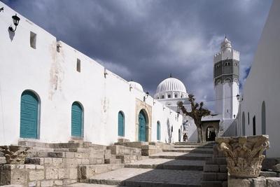 https://imgc.allpostersimages.com/img/posters/sidi-bou-makhlouf-mausoleum_u-L-PPQKNP0.jpg?artPerspective=n