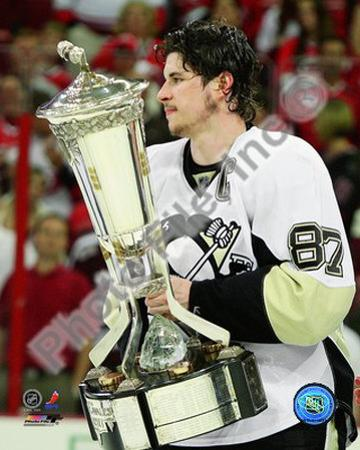Sidney Crosby With the 2008-09 Prince of Wales Trophy
