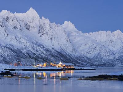 https://imgc.allpostersimages.com/img/posters/sildpollneset-peninsula-higravtindan-mountain-vestpollen-austnesfjorden-austvagoya-island_u-L-Q11YOXY0.jpg?p=0