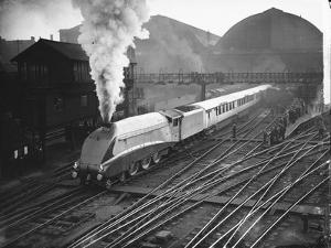 Silver Link Train Leaves King's Cross Station