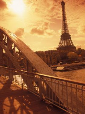France, Paris, Eiffel and Passerelle by Silvestre Machado
