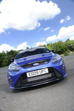 Ford Focus RS 2009 by Simon Clay