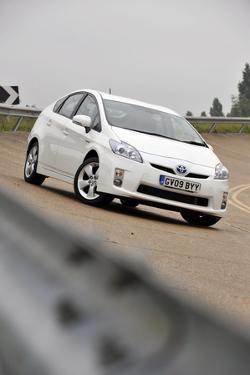 Toyota Prius 2009 by Simon Clay