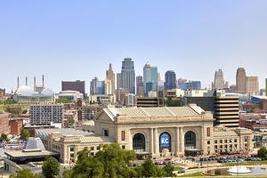 Downtown skyline of Kansas City and Union Station, Kansas City, Missouri, USA by Simon Montgomery