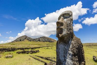 https://imgc.allpostersimages.com/img/posters/single-moai-statue-guards-the-entrance-at-the-15-moai-restored-ceremonial-site-of-ahu-tongariki_u-L-PQ8QBN0.jpg?p=0