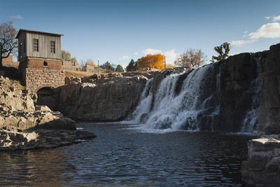 https://imgc.allpostersimages.com/img/posters/sioux-falls-park-at-dusk-sioux-falls-south-dakota-usa_u-L-PXR9OJ0.jpg?p=0