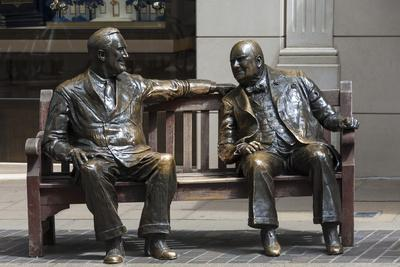 https://imgc.allpostersimages.com/img/posters/sir-winston-churchill-and-president-eisenhower-in-mayfair-london-england-united-kingdom_u-L-PWFAVY0.jpg?p=0