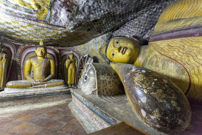 https://imgc.allpostersimages.com/img/posters/sitting-and-reclining-buddha-statues_u-L-PQ8TWB0.jpg?p=0
