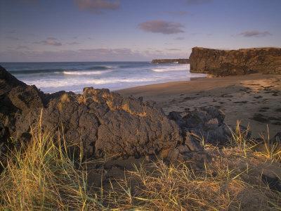 https://imgc.allpostersimages.com/img/posters/skardsvik-white-sand-beach-bordered-by-lava-flows-in-the-north-of-snaefellsjokull-national-park_u-L-P91K8F0.jpg?p=0
