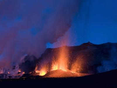 New Erupting Crack in the Volcano, Fimmvë†RUhâ·Ls, Iceland