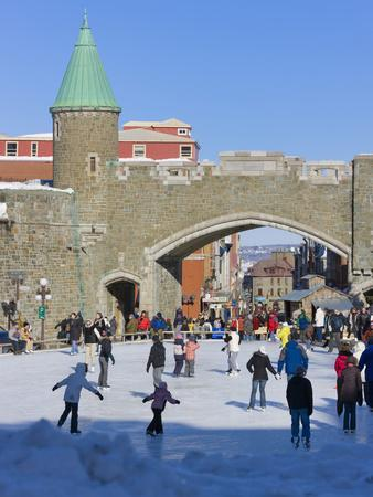 https://imgc.allpostersimages.com/img/posters/skate-ring-at-the-entrance-to-the-old-town-quebec-city-unesco-world-heritage-site-canada_u-L-PHAEWT0.jpg?artPerspective=n
