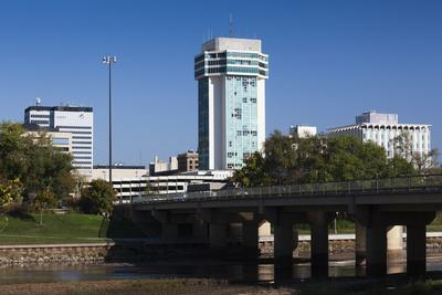 https://imgc.allpostersimages.com/img/posters/skyline-by-the-arkansas-river-wichita-kansas-usa_u-L-PN6LIZ0.jpg?p=0