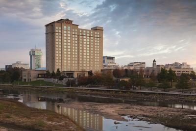 https://imgc.allpostersimages.com/img/posters/skyline-by-the-arkansas-river-wichita-kansas-usa_u-L-PN6LK80.jpg?p=0